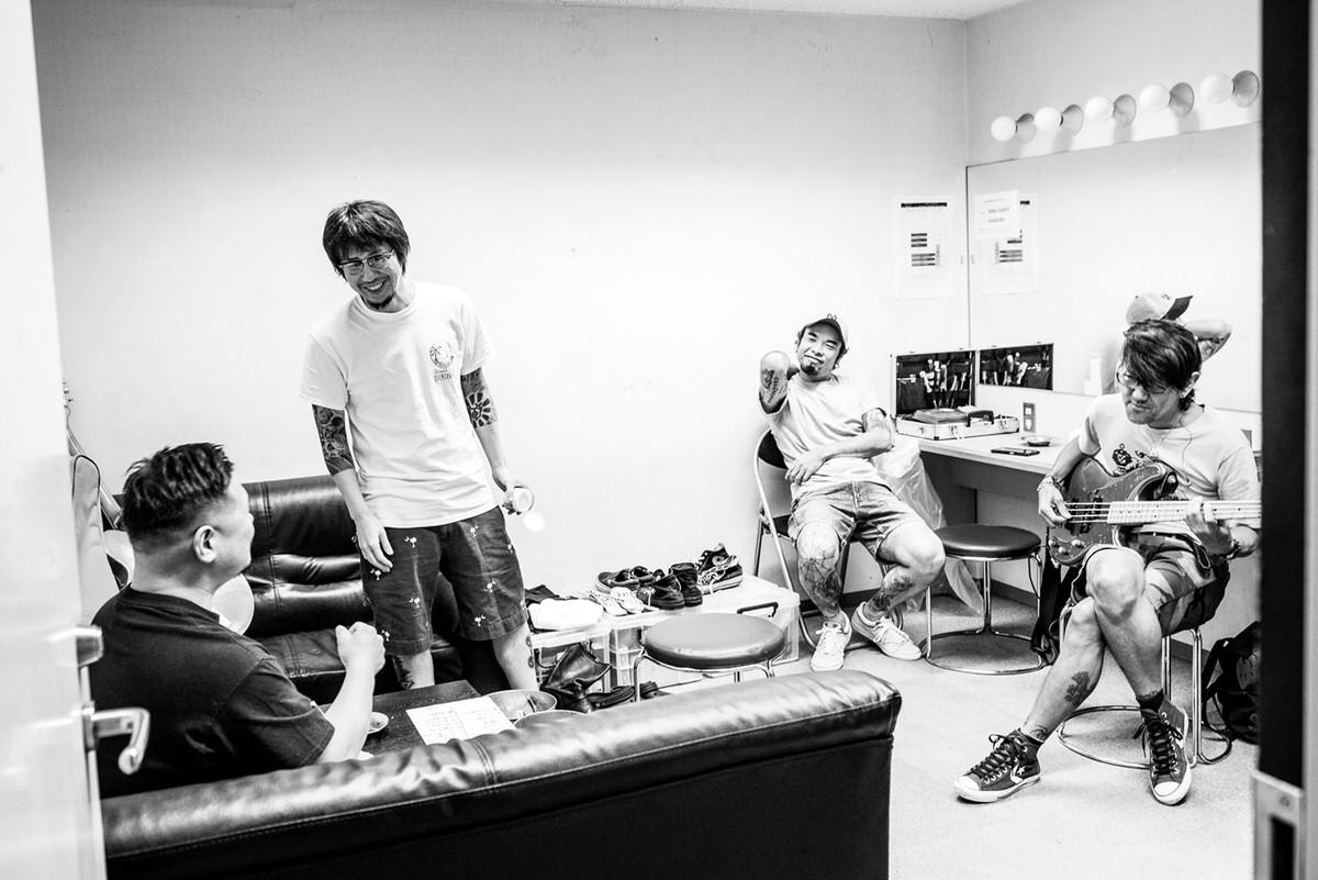 昨年の『乱シリーズ』の楽屋。バンドもこういった風景を早く取り戻したいですよ。Photo by Maki Ishii